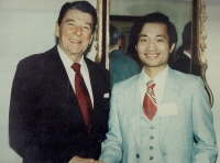 Dr Wang-With President Regan at the White House (1984)